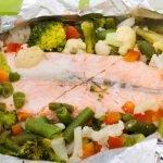 Zalm en papilotte met groenten in folie